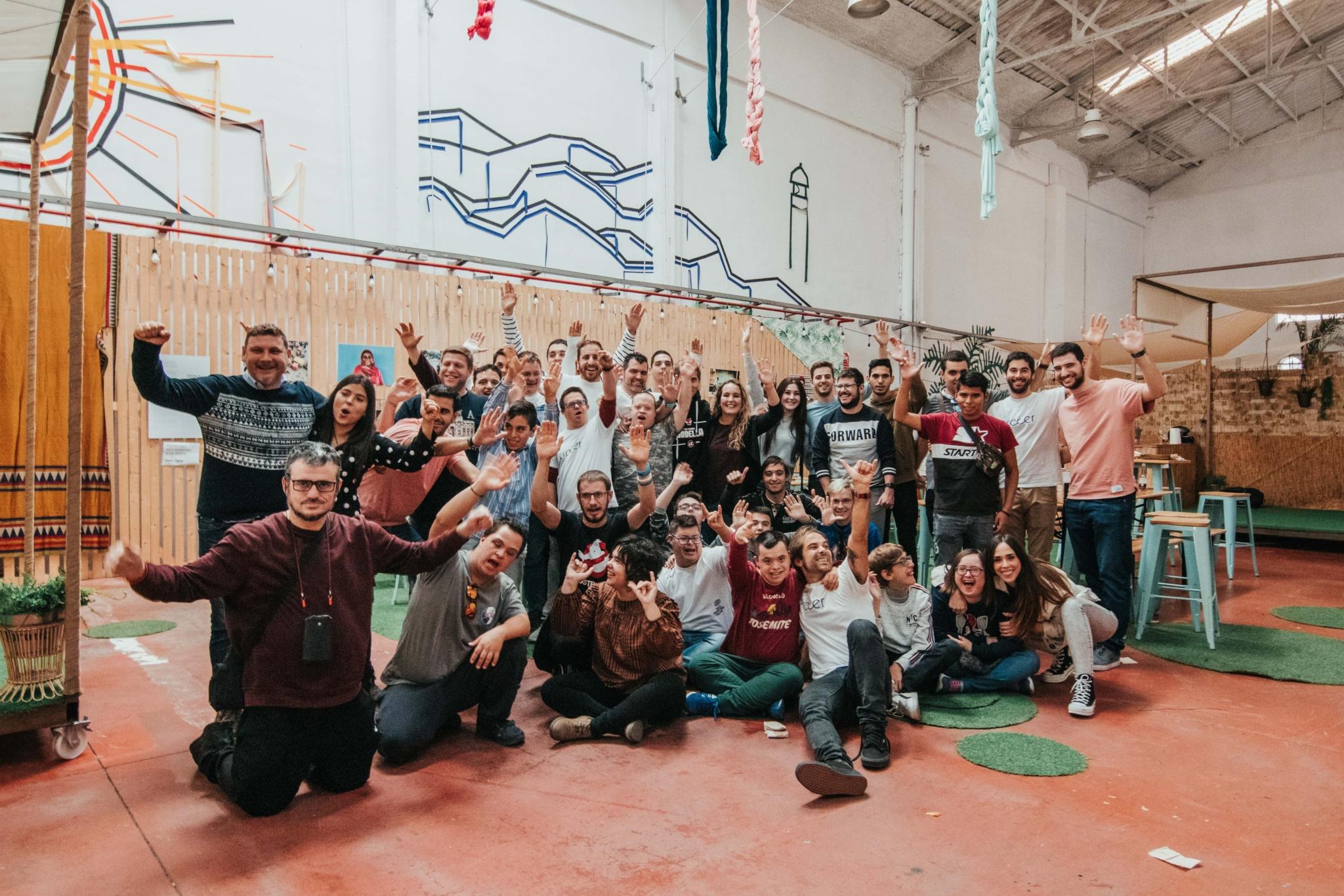 Foto de grupo Asociación Crecer en Positivo en la Casa de la Mar